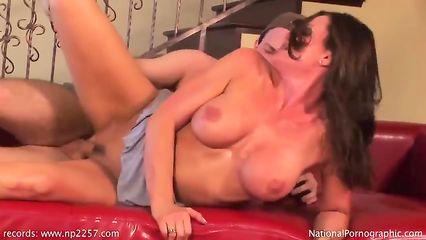 Порно в подворотне