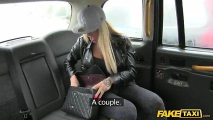Порно плоская грудь