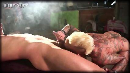Шикарная блондинка порно